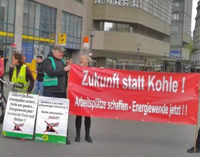 Demo im April 2018 auf dem Willy-Brandt-Platz für Kohleausstieg Foto: Walter Wandtke