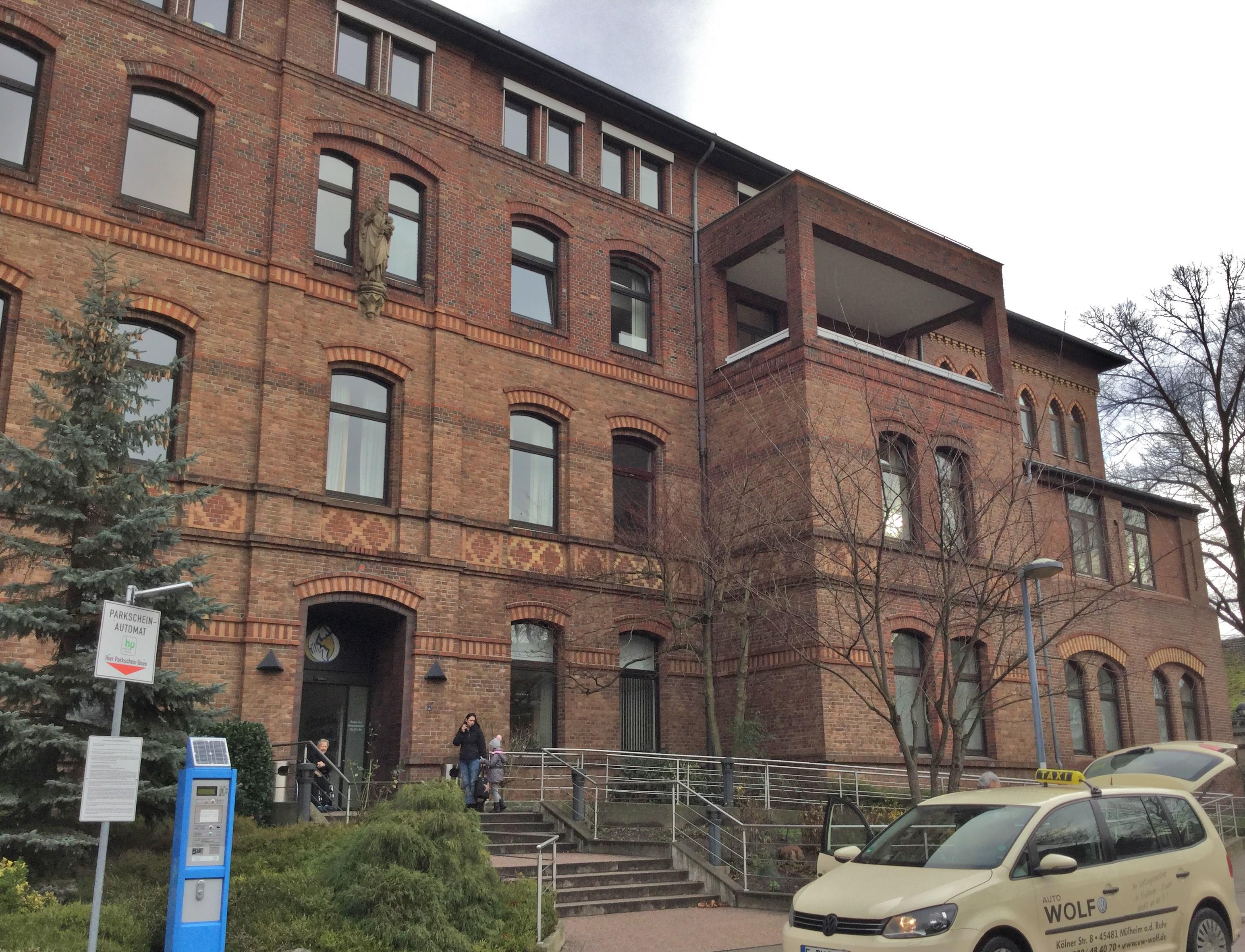 Eingangsbereich Vincents-Krankenhaus in Stoppenberg
