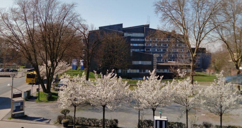 Blick vom Karlsplatz auf das Marienhospital Altenessen