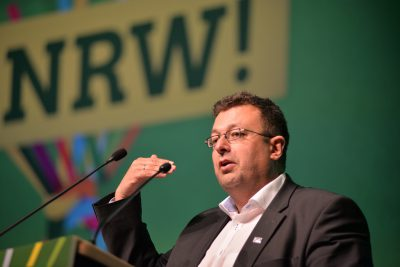 Mehrdad Mostofizadeh bei seiner Bewerbungsrede auf der Grünen Landesdelegiertenkonferenz in Oberhausen