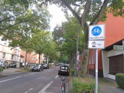 Die Ellernstrasse in Altenessen ist eine der bislang zuwenig Fahrradstrasse, die wir in Essen derzeit nutzen können