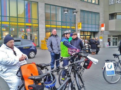 Ob Baustellenradtour oder Erkundungen zum drohenden A 52 Weiterbau - der Willy-Brand-Platz ist traditionell der Startpunkt für Radtouren mit unterschiedlichsten Themen